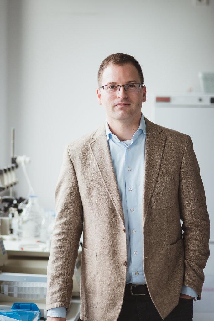 Prof. Dr. Adam Lange, Leiter der Abteilung Molekulare Biophysik am Leibniz-Forschungsinstitut für Molekulare Pharmakologie (FMP)