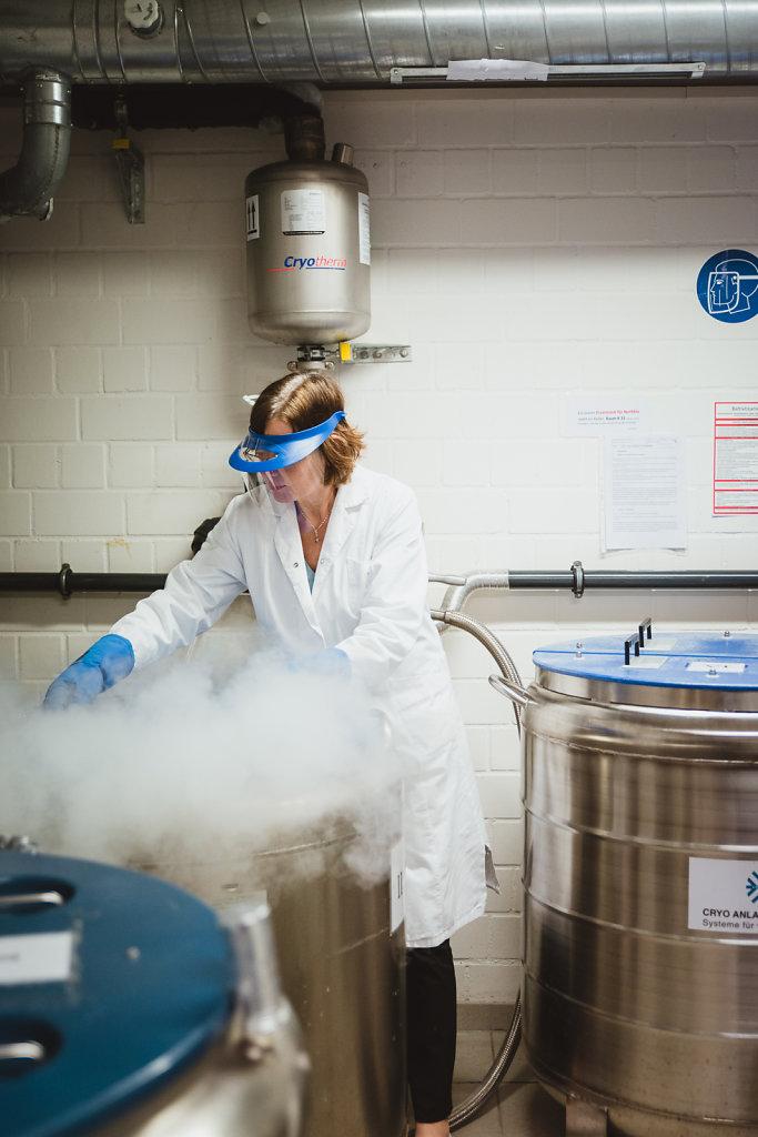 Im Kühlraum des Labors von Dr. Christine Rohde.